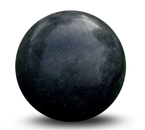 Boule-granite-noir-poli